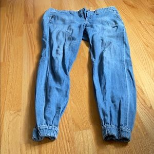 Jeans with elastic bottoms